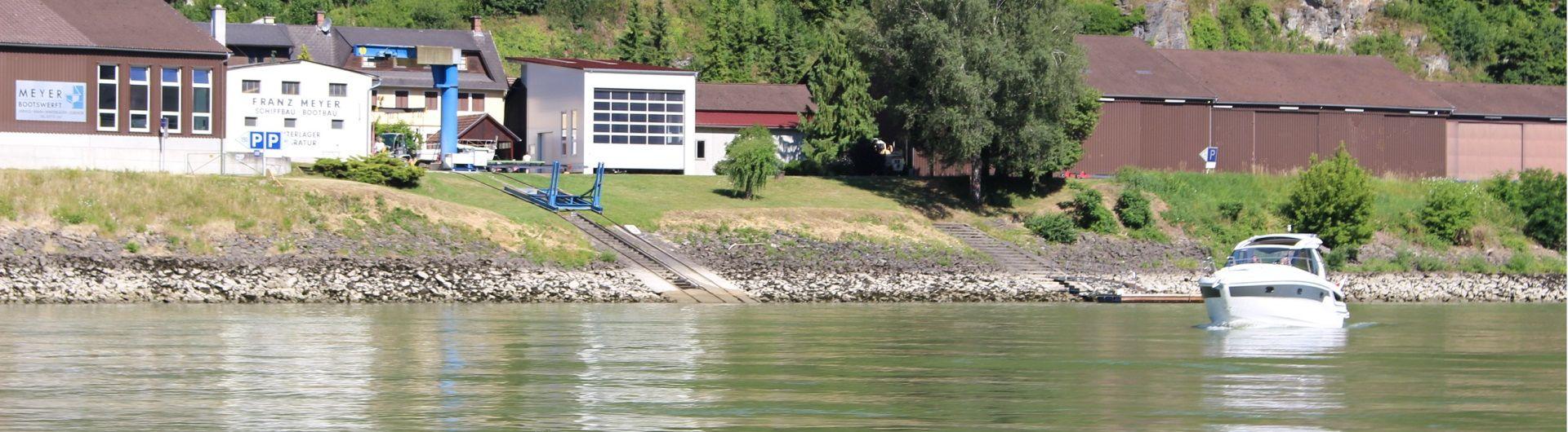 Auf der Donau unterwegs Betrieb Donauansicht Header