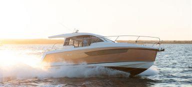 Sealine C330 Sportboot